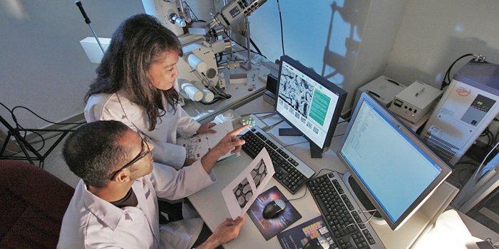analisi-chimico-fisiche-per-le-indagini-storiche-e-forensi-700x350